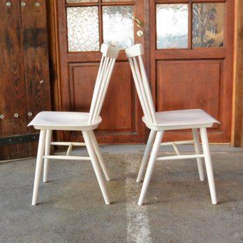 Série de 4 chaises à barreaux