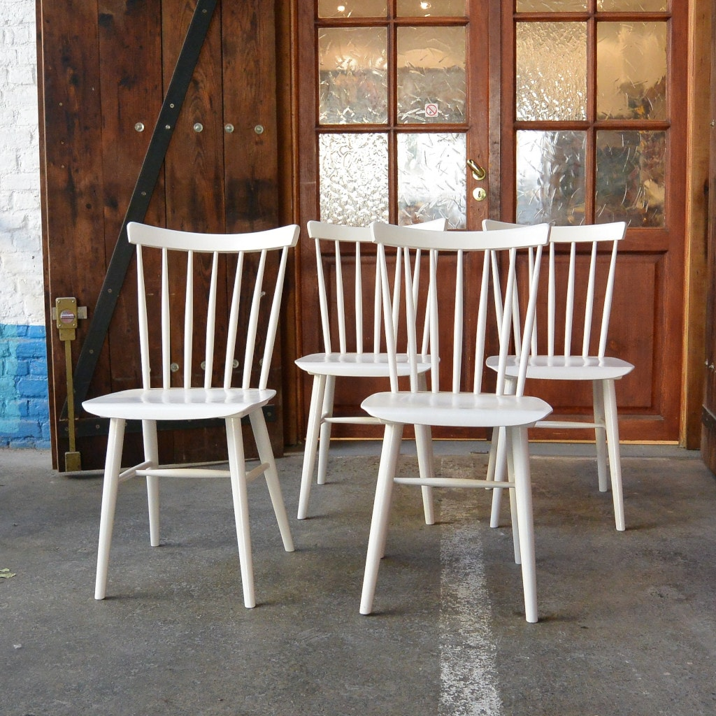 Série de 7 chaises à barreaux - XX vIntage