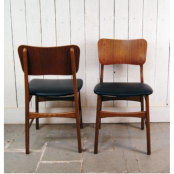 Série de 6 chaises en teck et hêtre, simili cuir