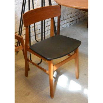 Série de 4 chaises danoises en teck et skaï