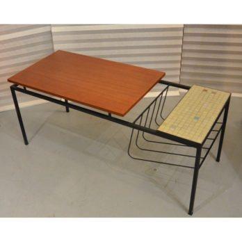 Table basse avec porte-journaux